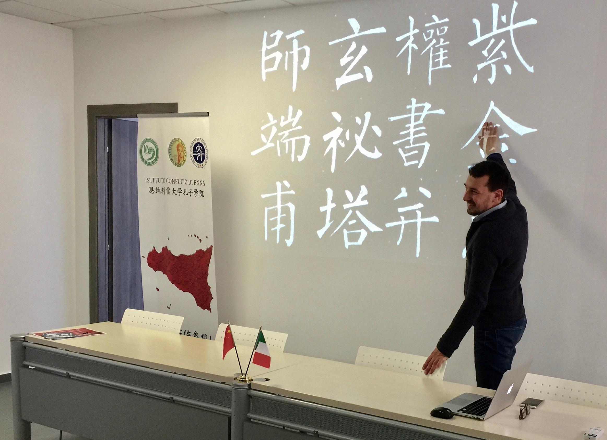 L'Istituto Confucio partecipa con il laboratorio di calligrafia cinese